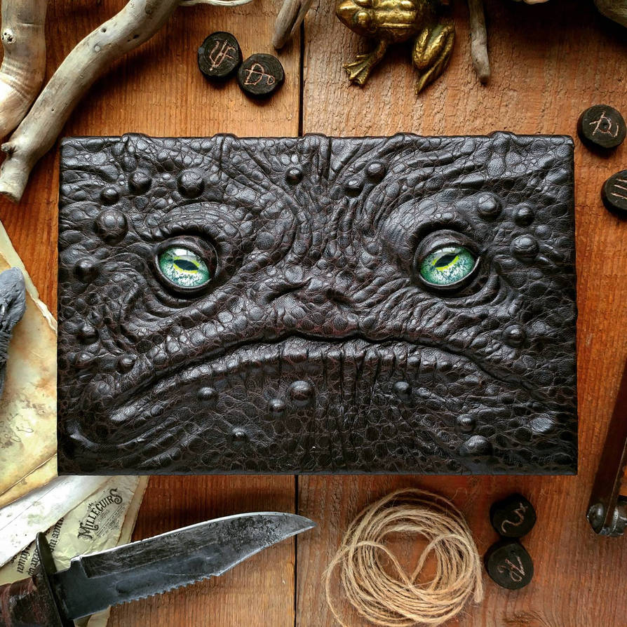 frog faced by MilleCuirs