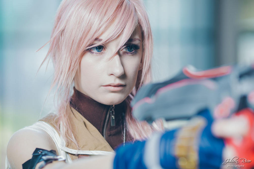 Lightning cosplay - My blade'll fix this.