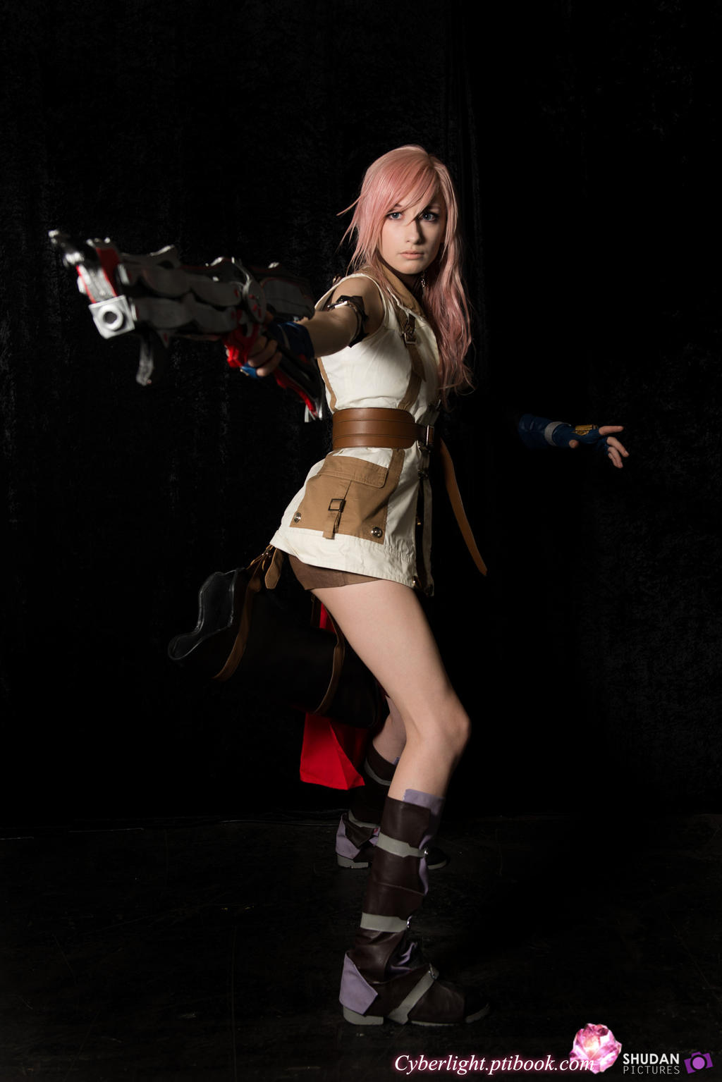 Lightning Cosplay - I've got you by cyberlight