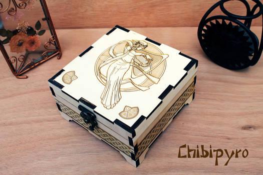 Wooden box Arp Lady