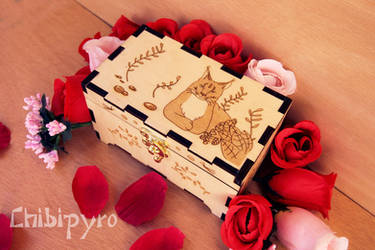 Wooden box with Lynx