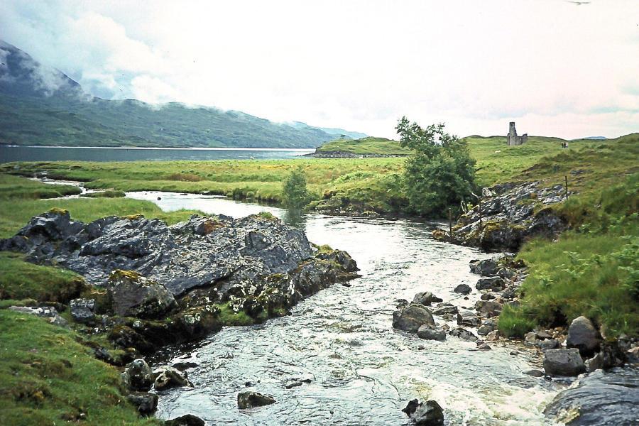 Scottish stream by Arid-Eauprofonde