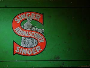 Singer tin box I