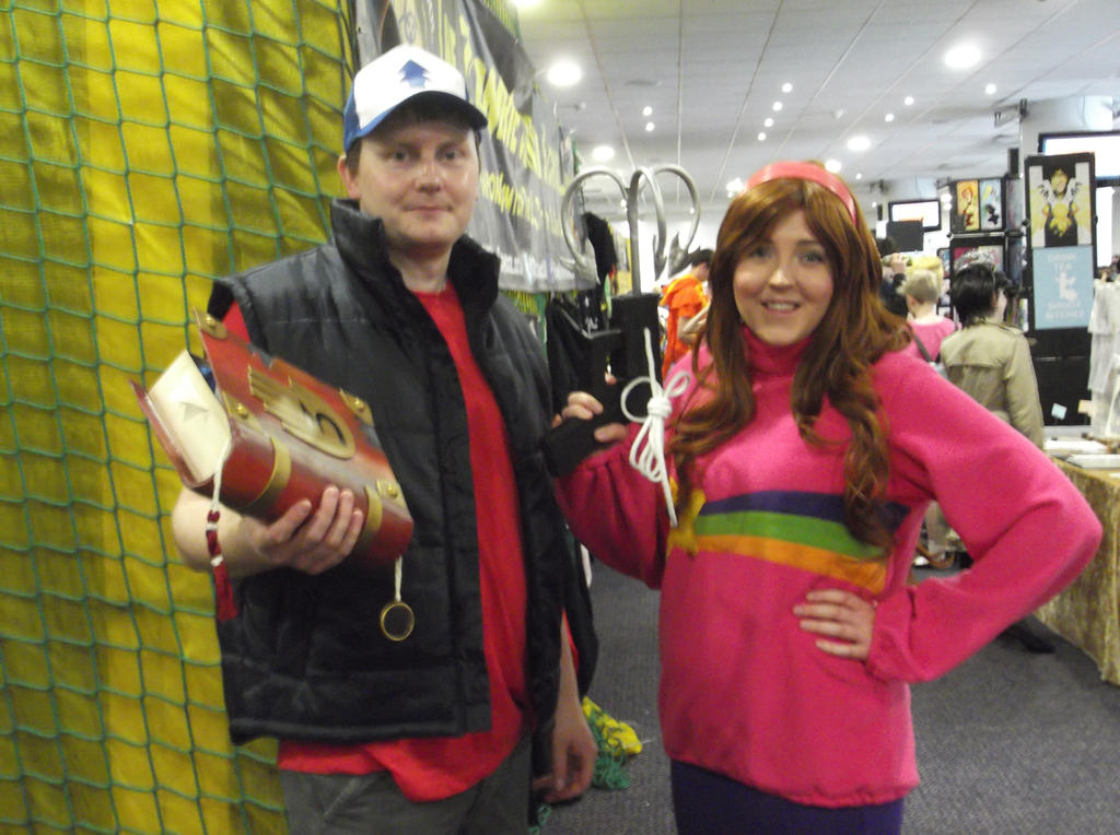 Dipper and Mabel cosplayers-Sunnycon 2017 by Fran48