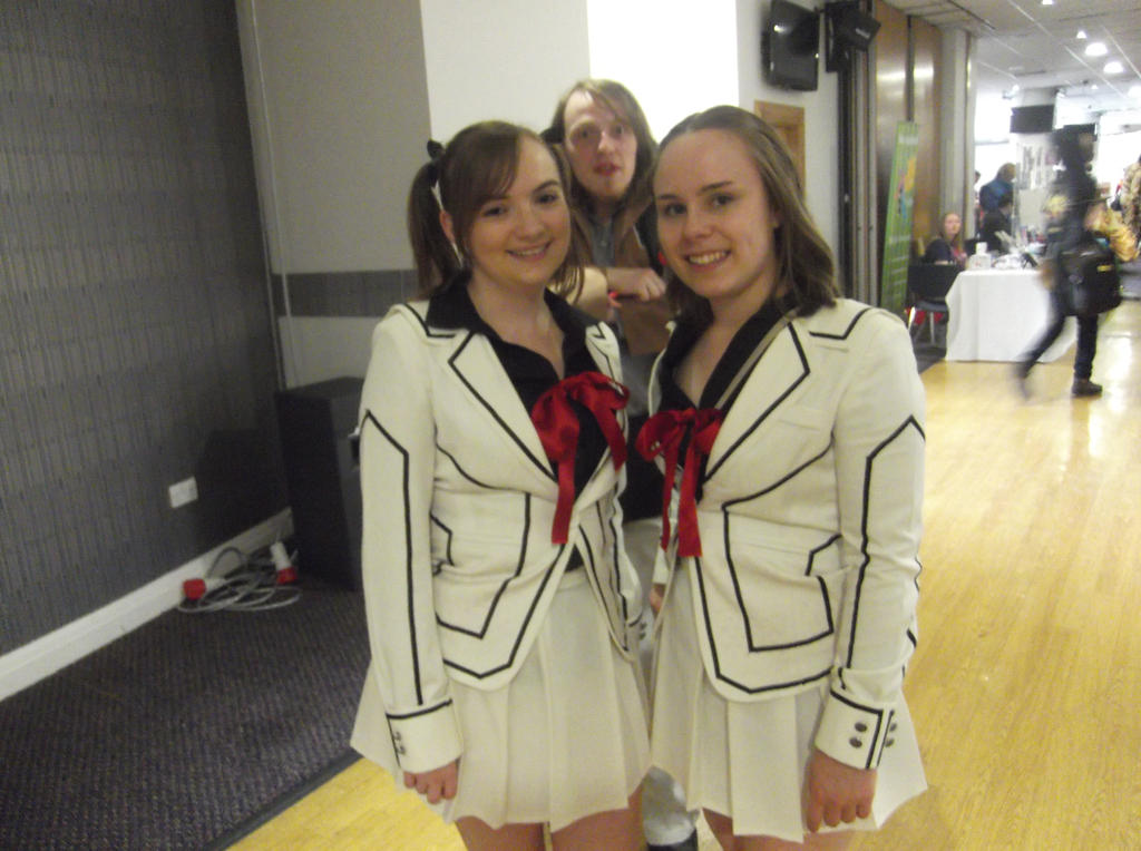 Vampire knight girls..XD and photobomber XD by Fran48