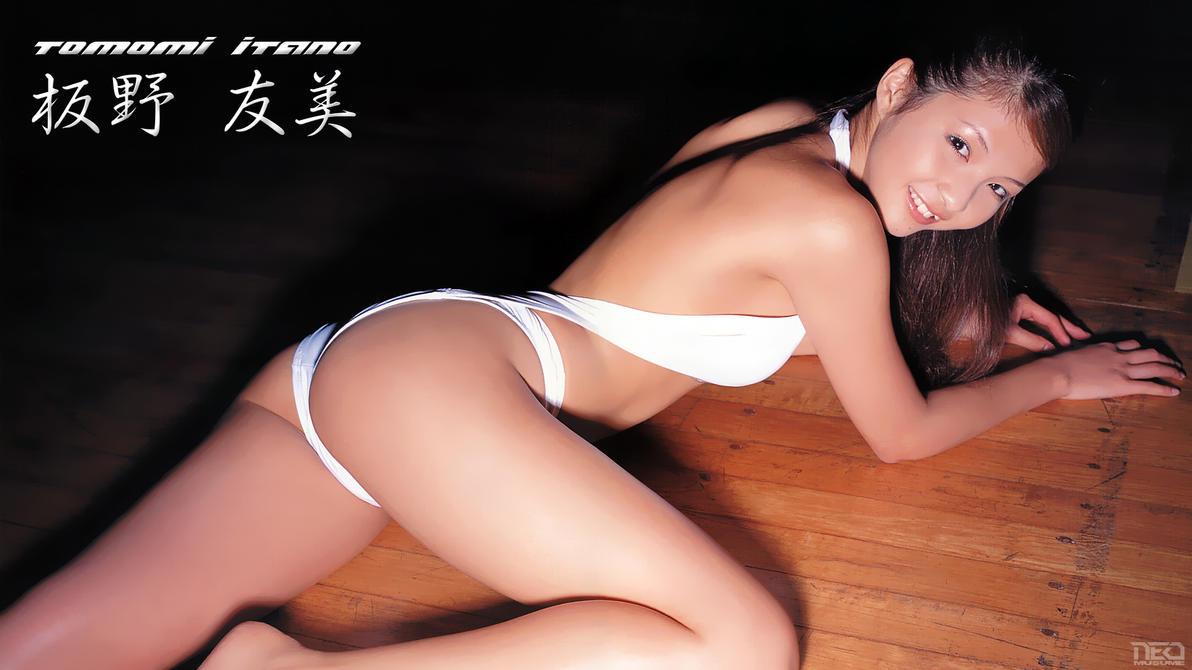 Tomomi Itano Super Sexy by NEO-Musume