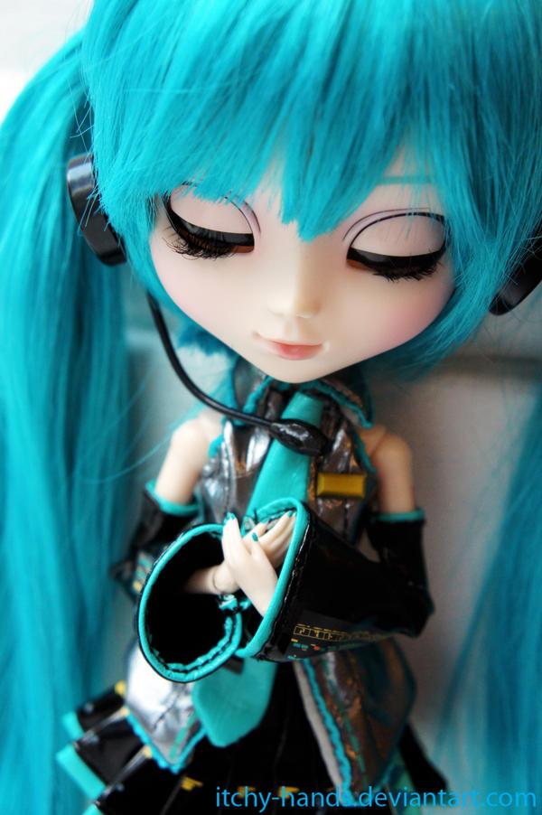 Pullip Hatsune Miku: Kokoro by Itchy-Hands