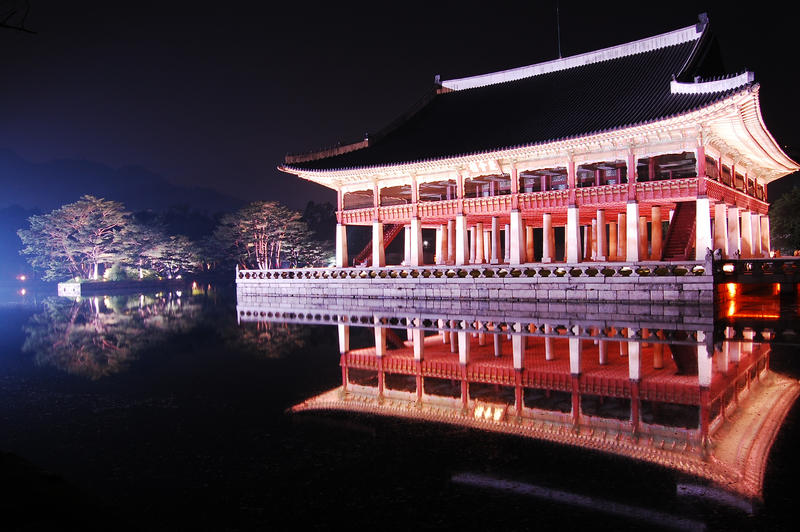 Gyeongbokgung@night by Julisss
