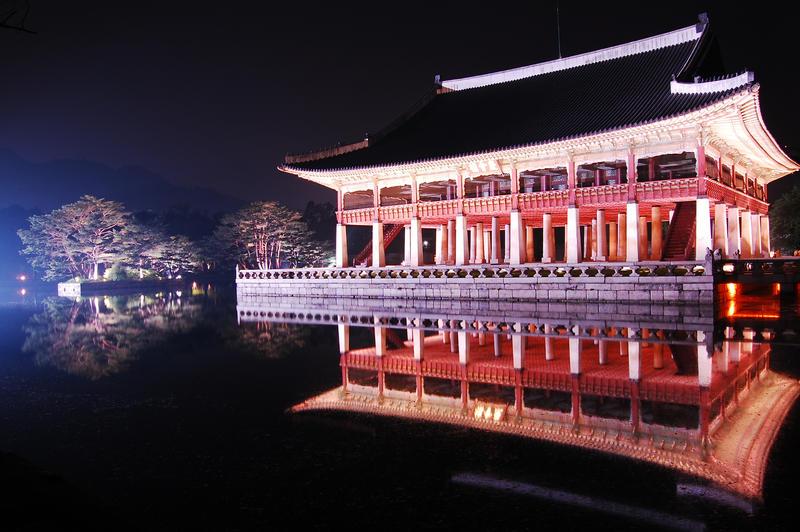 Gyeongbokgung@night by Julisss