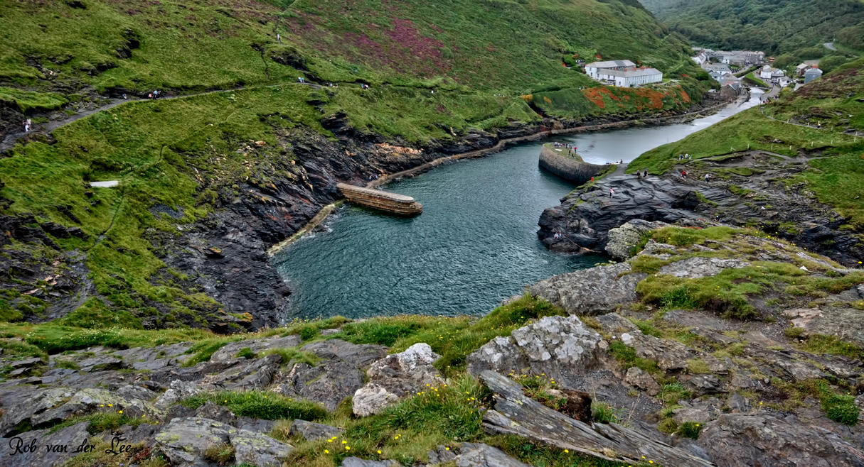 Entrance Boscastle harbour by forgottenson1