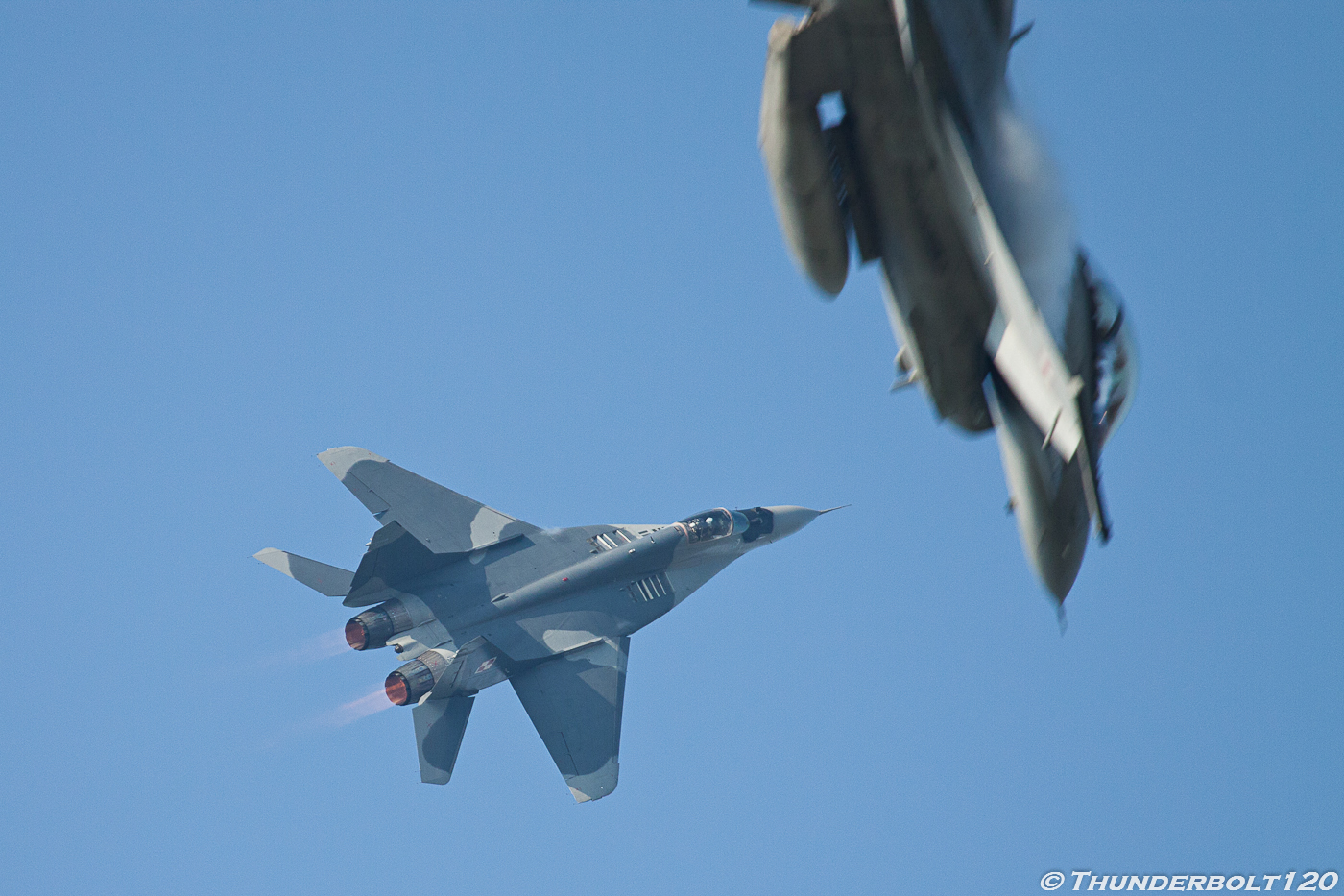 Mig-29 and F-16 Dogfight