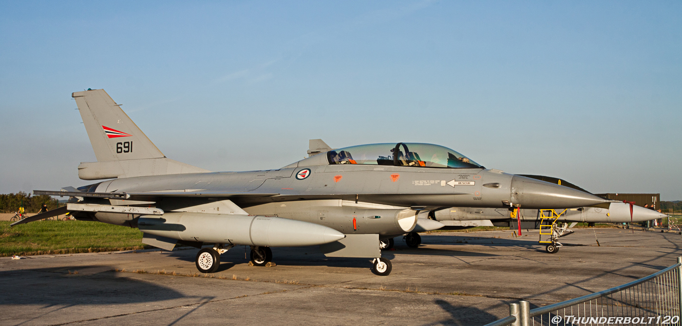 F-16B Fighting Falcon 691