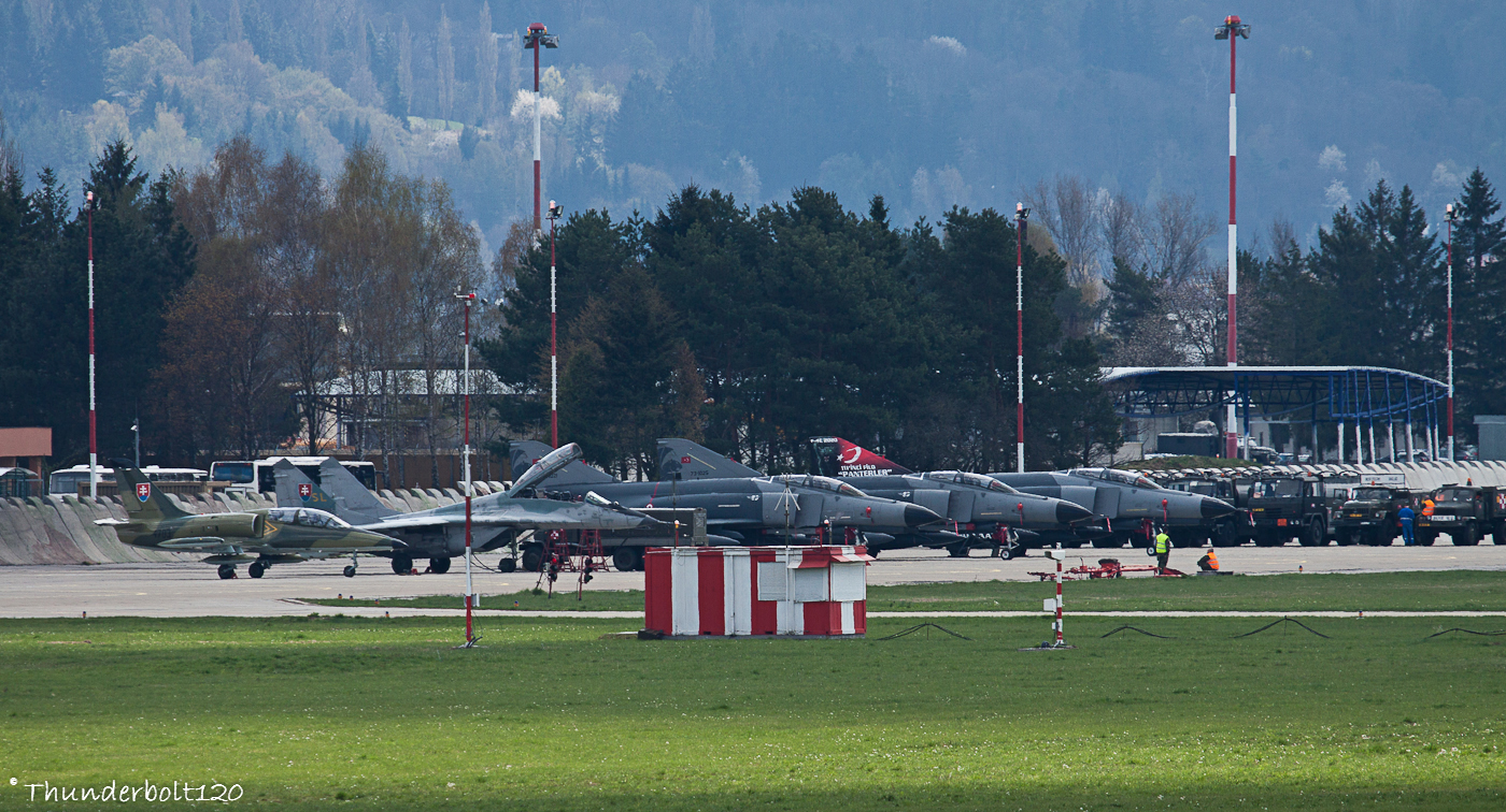 3x F4 and Mig-29UBS and L-39
