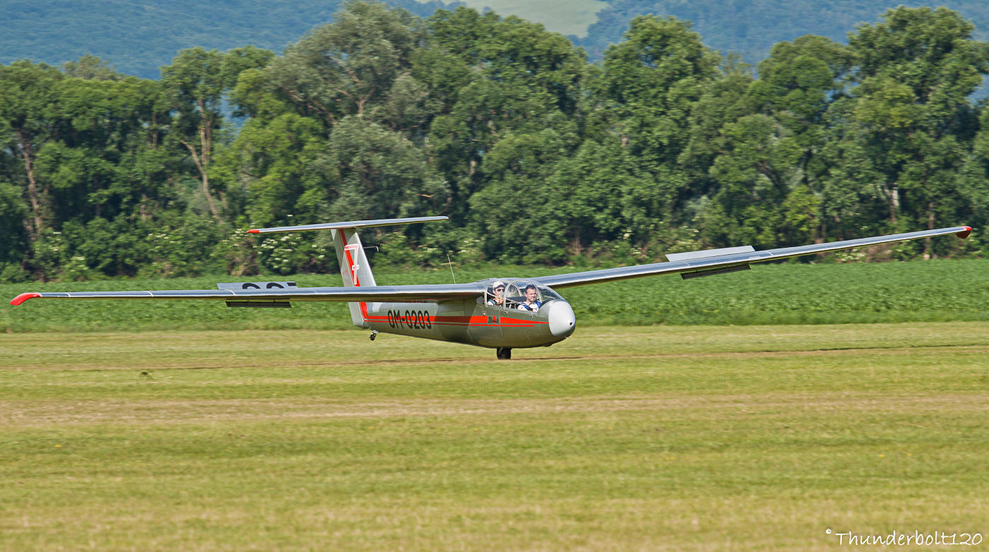 Let L-23 Super Blanik OM-0203