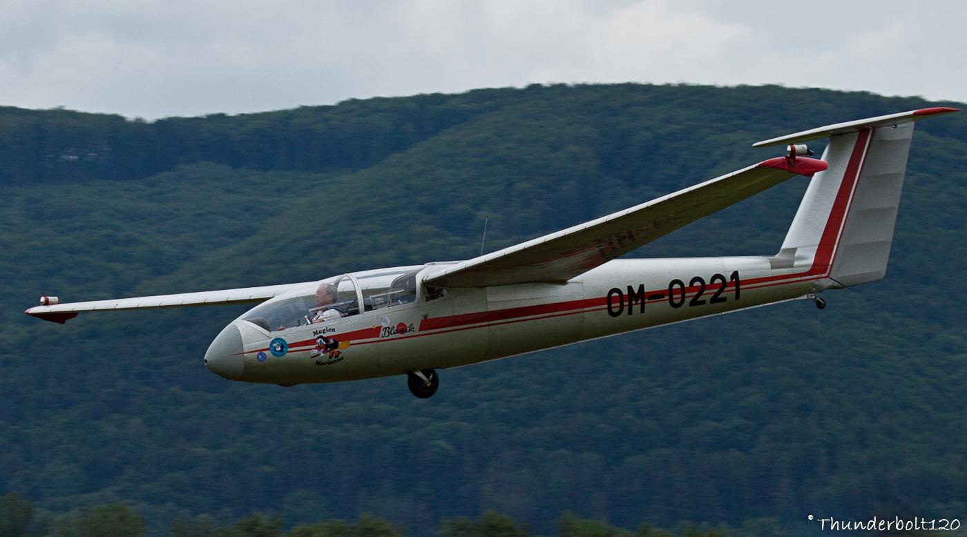 Let L-23 Super Blanik OM-0221