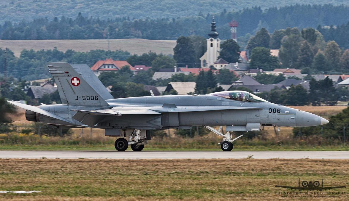 McDonnell Douglas F-18C Hornet J-5006