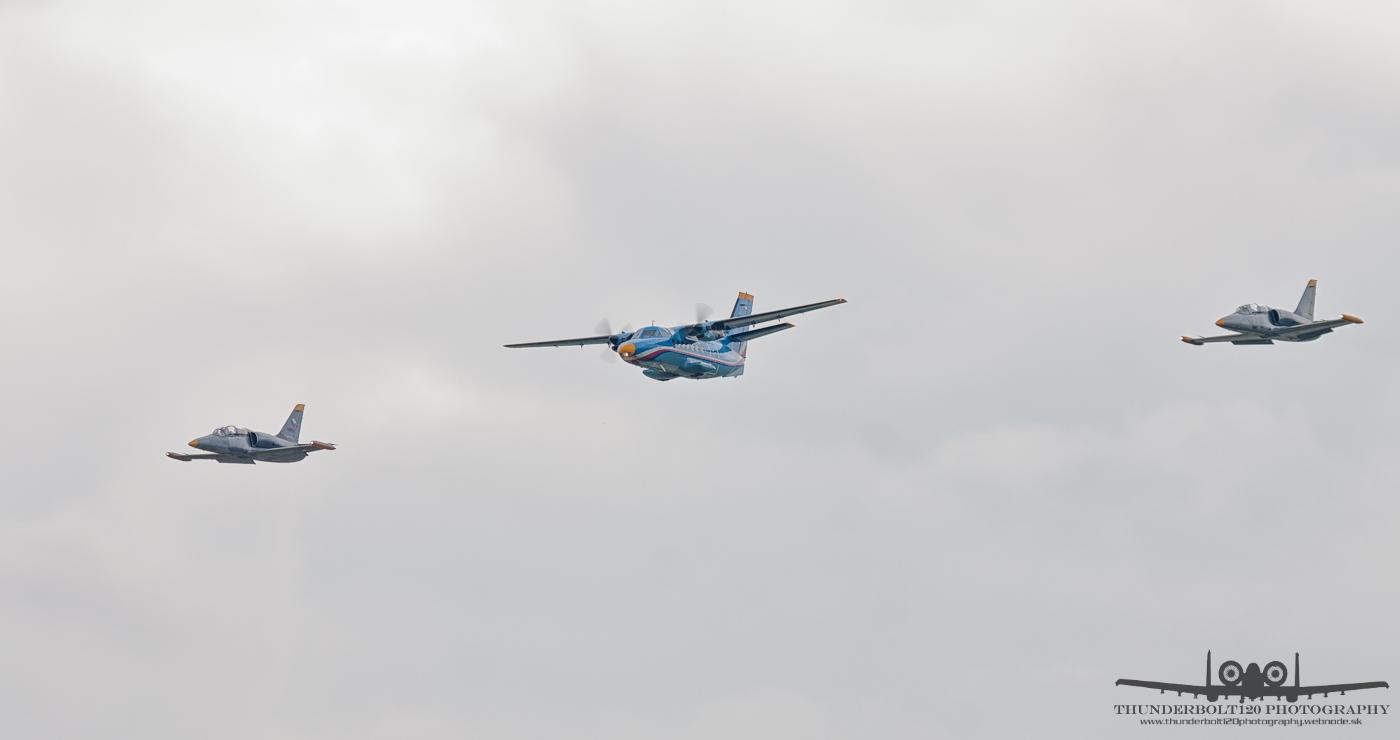 L-410UVP and 2x L-39 Albatros