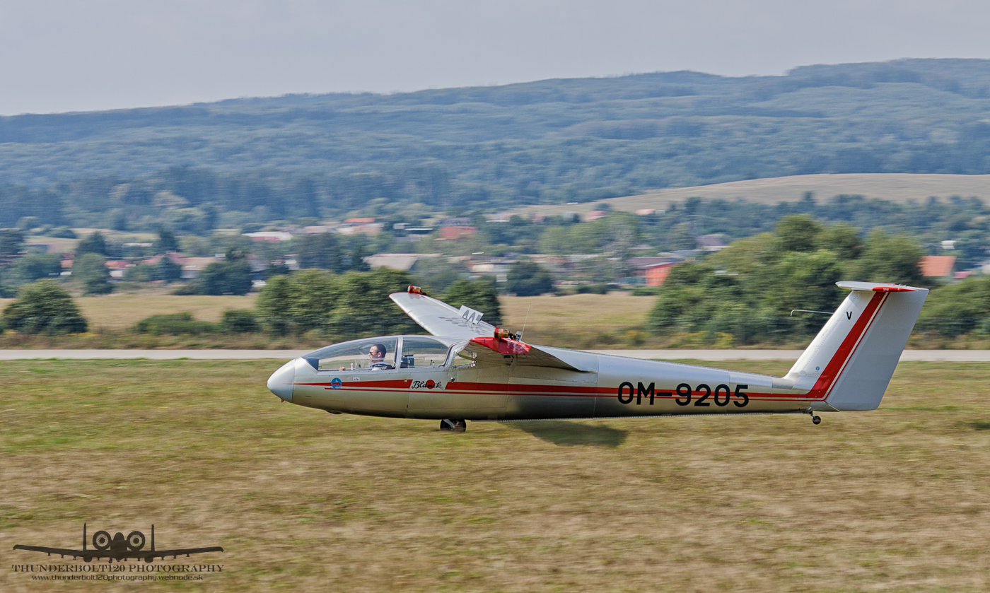 Let L-23 Super Blanik OM-9205