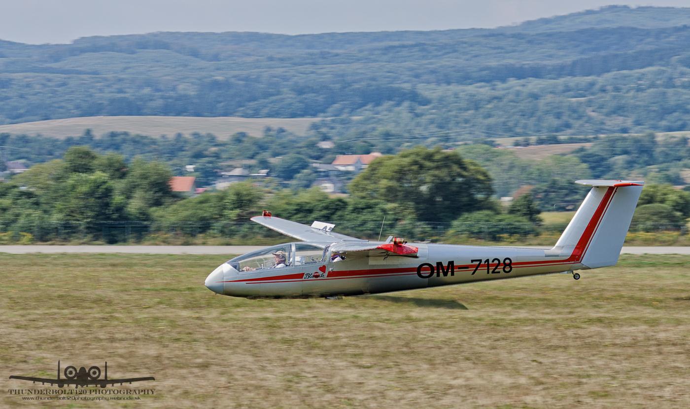 Let L-23 Super Blanik OM-7128
