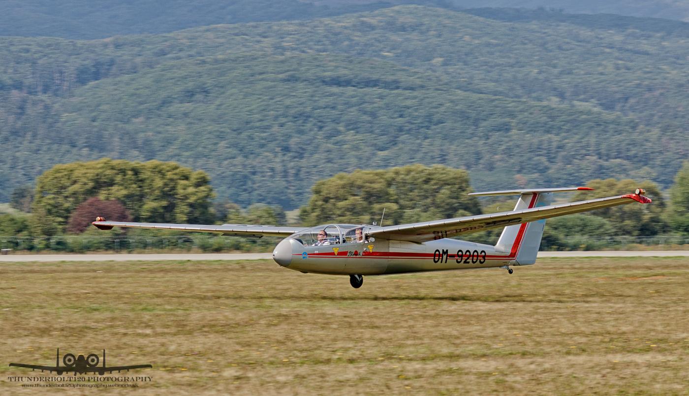 Let L-23 Super Blanik OM-9203