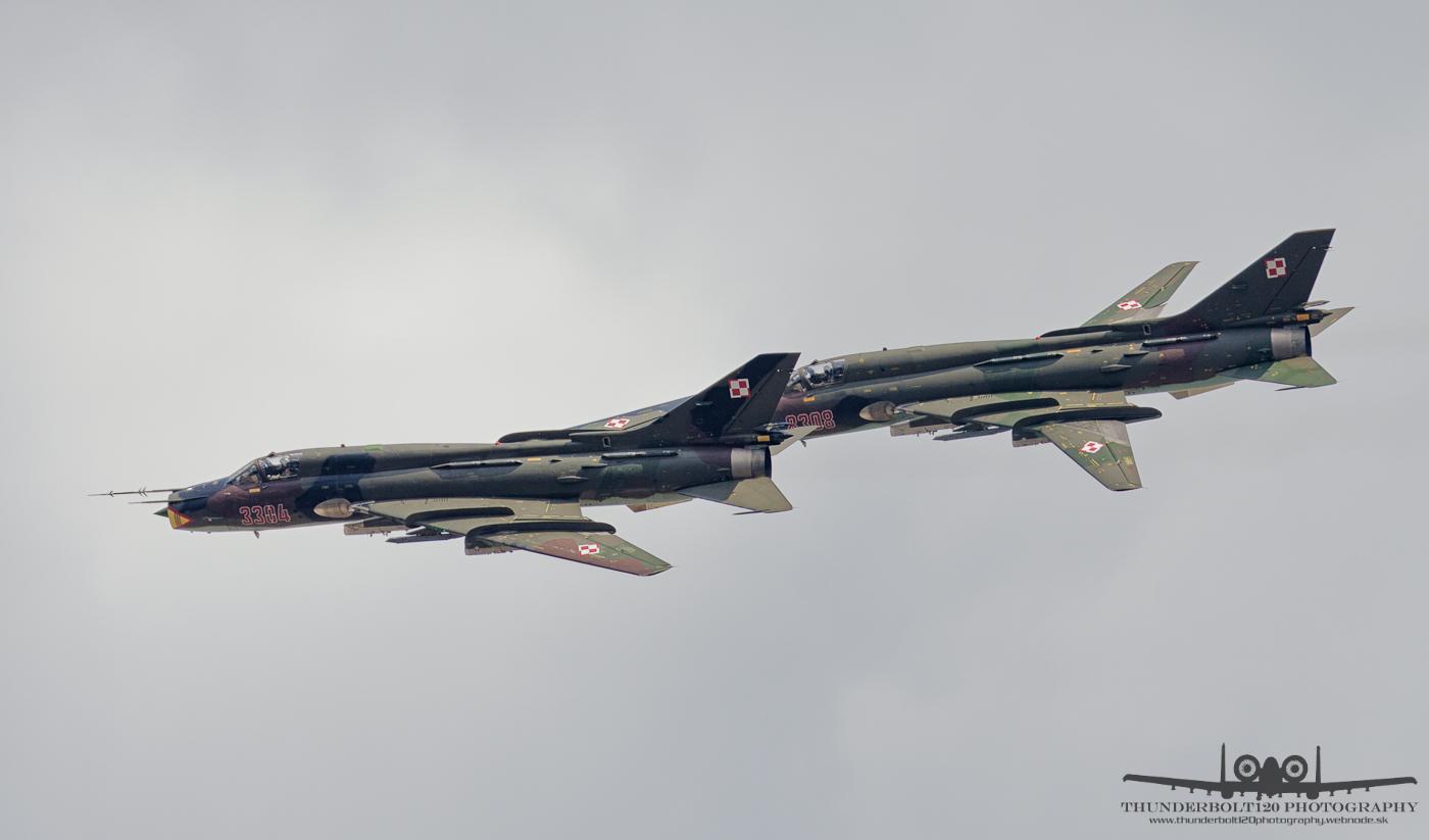 2x Su-22M4