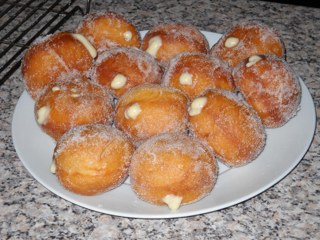 Custard Doughnuts! by Bisected8