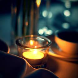 tea light by linyphia