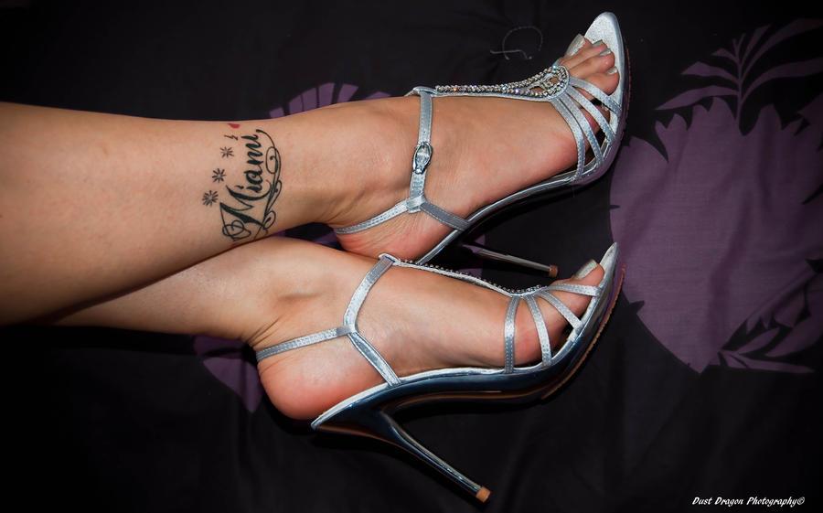 Lazy heels by Dust-Dragon