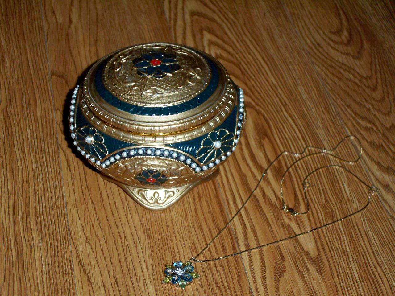 Anastasia necklace key