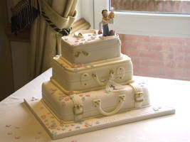 Suitcase Wedding Cake by Franbann