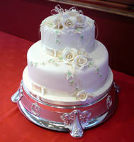 Round White Wedding Cake by Franbann
