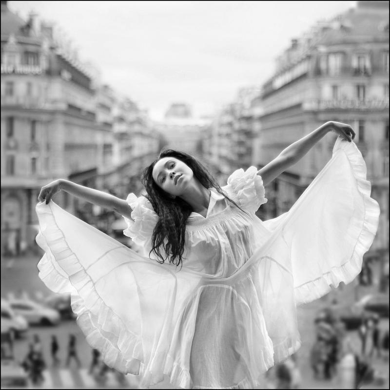 Une petite parisienne - VI
