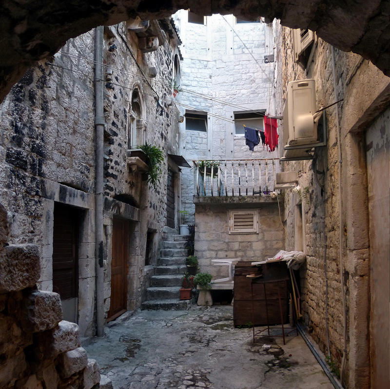 Old courtyard by endegor
