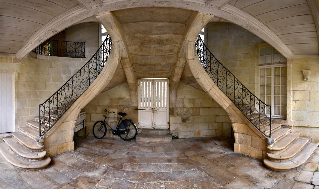 Chinon courtyard by endegor