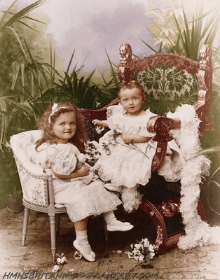 Grand Duchesses Olga and Tatiana of Russia by hmhsbritannic