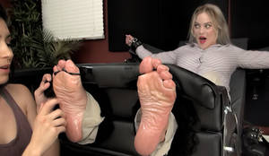 Margot Robbie tickling fake