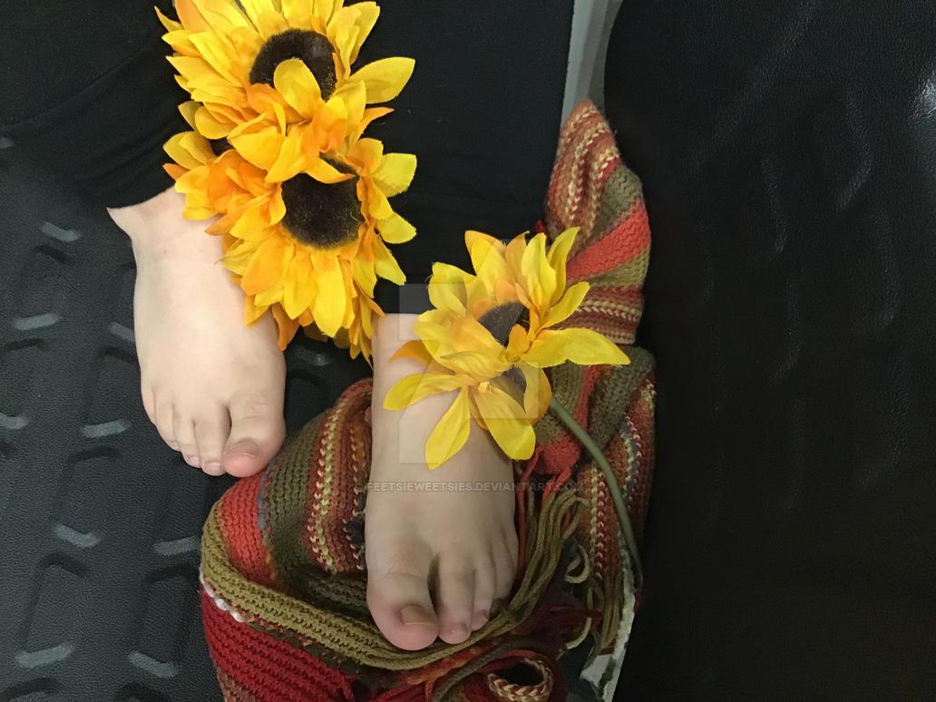 Foot de Fleur by FeetsieWeetsies