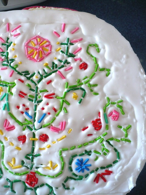 Cake Decor Sprinkles : Embroidery-style cake decorating with sprinkles by ...