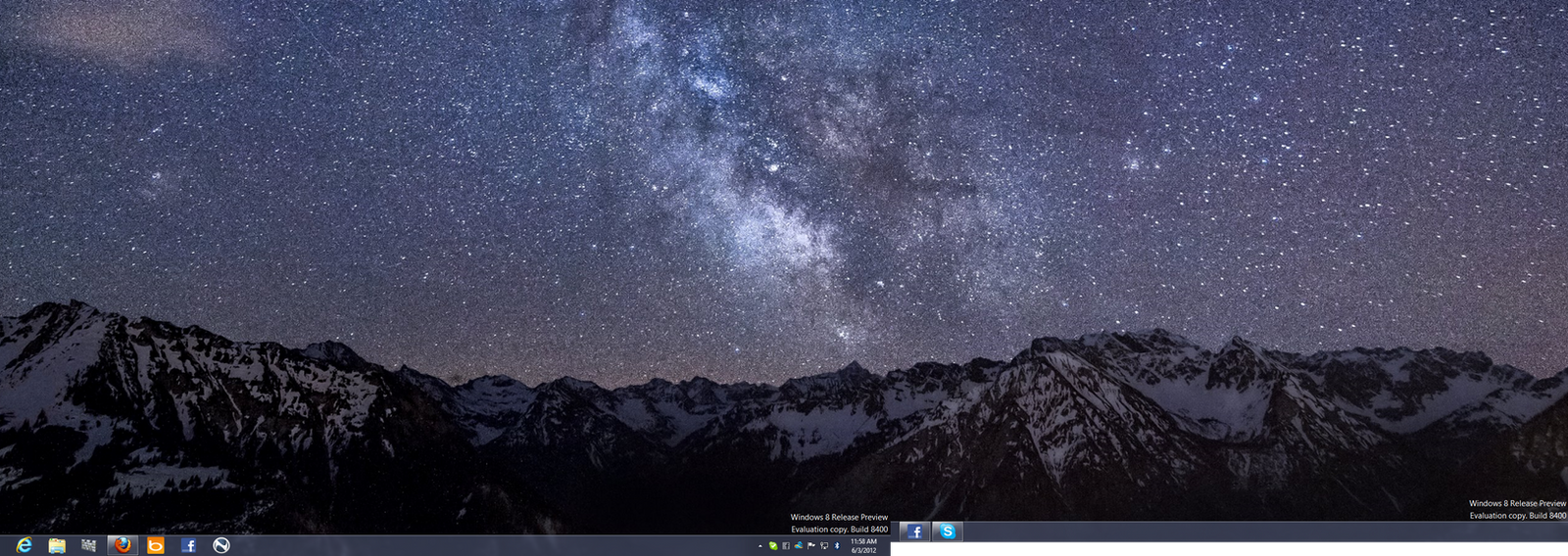 Windows 8 Release Preview Desktop by GateFan