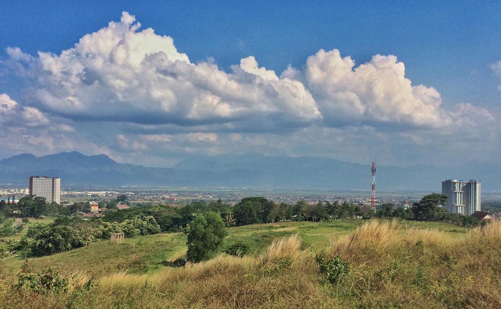 Jatinangor, West Java by fandiriz