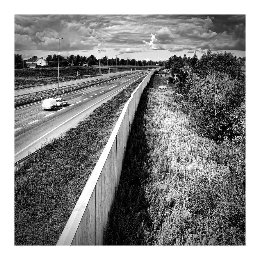 E75 by wchild
