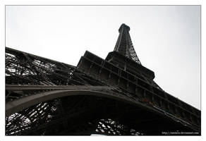Eiffel Tower VI by mistero