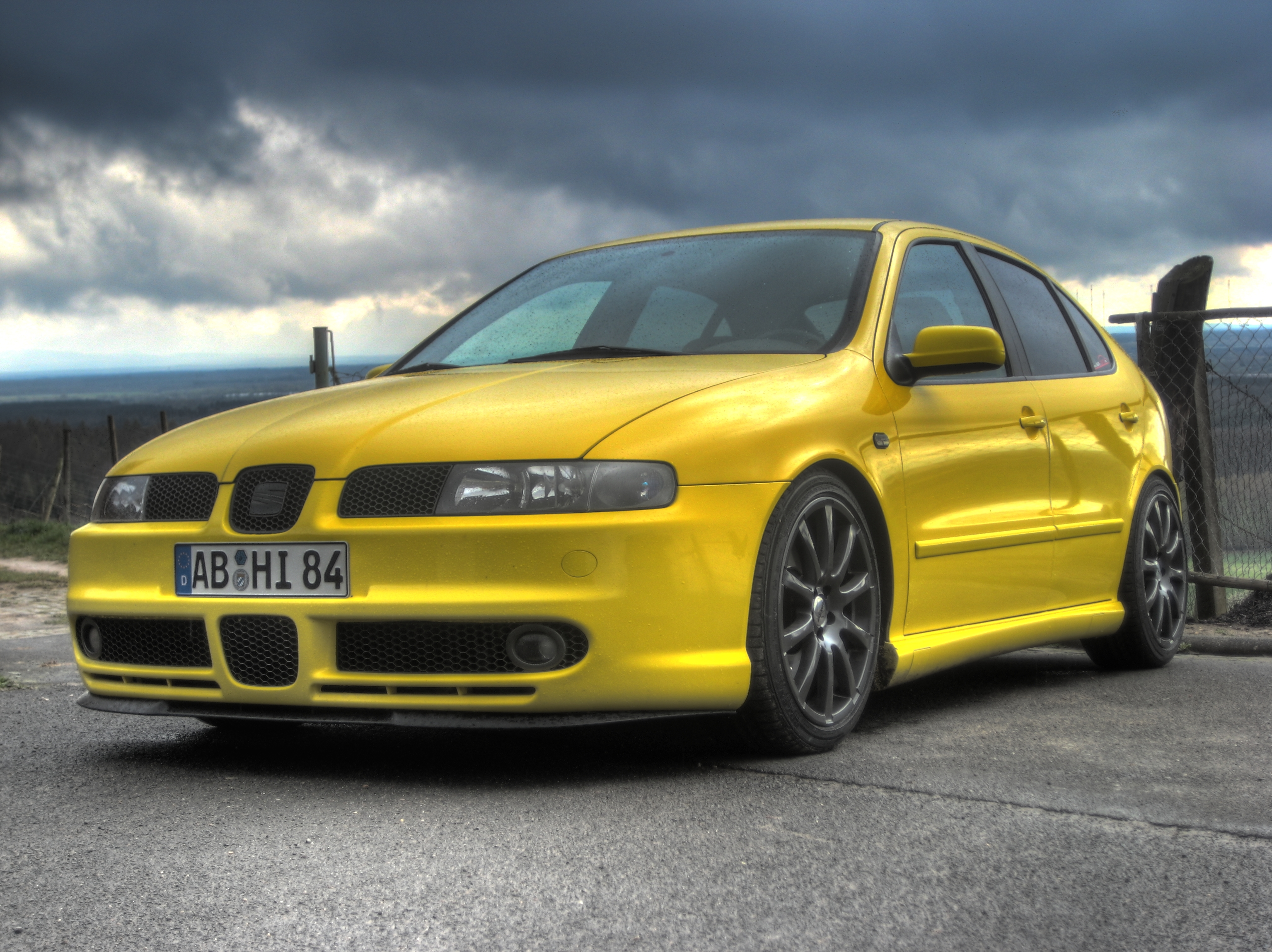 seat leon yellow 1m hdr front by snakebite84 on deviantart. Black Bedroom Furniture Sets. Home Design Ideas