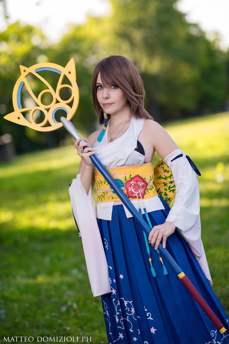 Yuna -  Final Fantasy by Bexxin