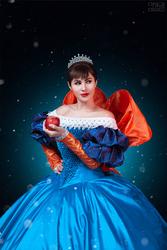 Mirror Mirror - Snow White cosplay