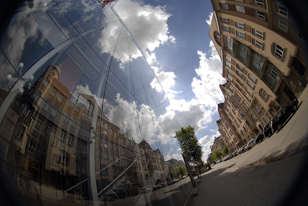 Reflections and a fisheye by segglehellet