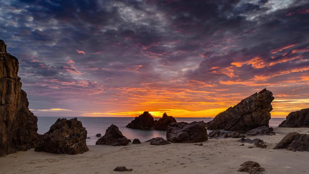 Amazing sunrise by hungdh