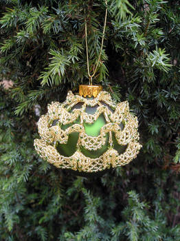Frilly Bauble