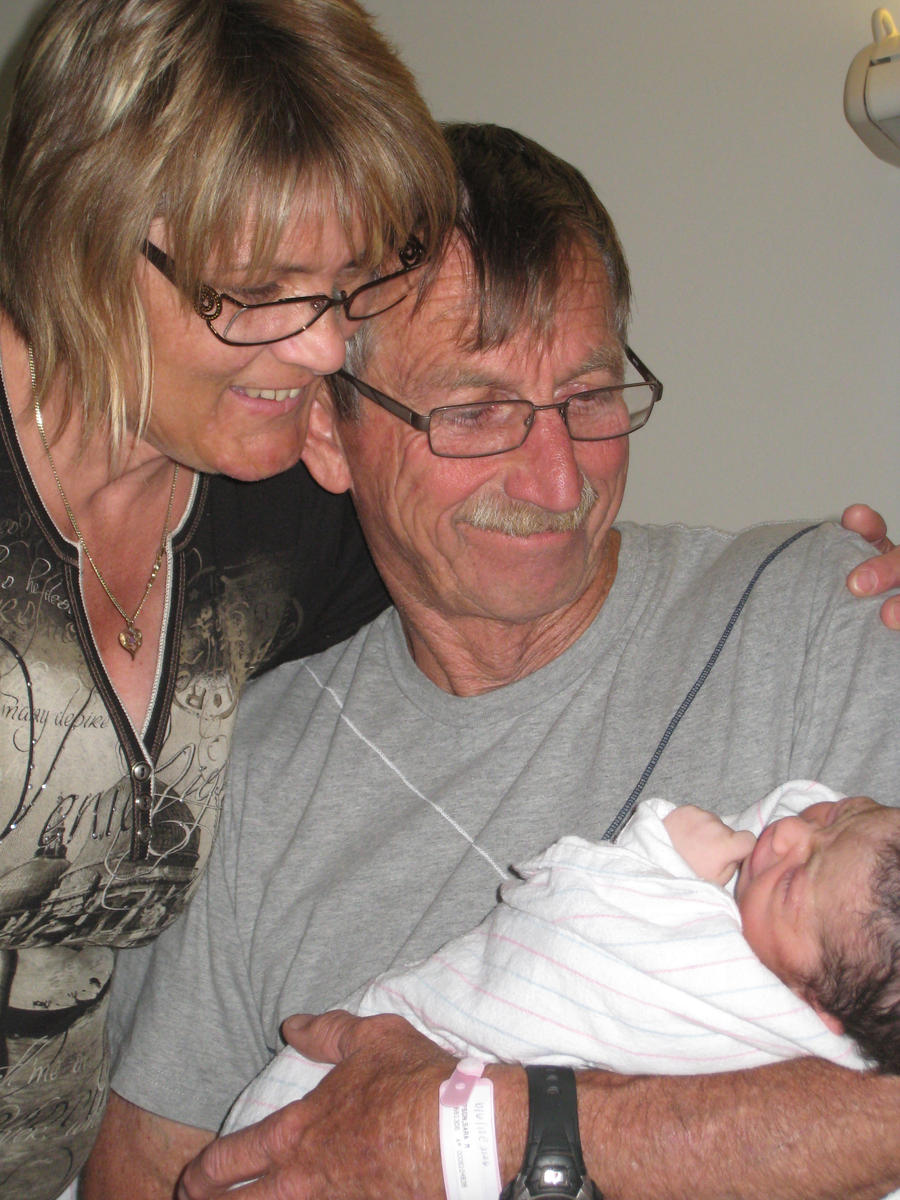 Baby with the grandparents by shinigamisgem