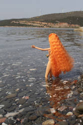 Elven Lady is going swimming by Menkhar